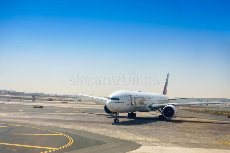 Dubai, Vereinigte Arabische Emirate - 27. April: Emirat Boeings 777-300ER stockbild