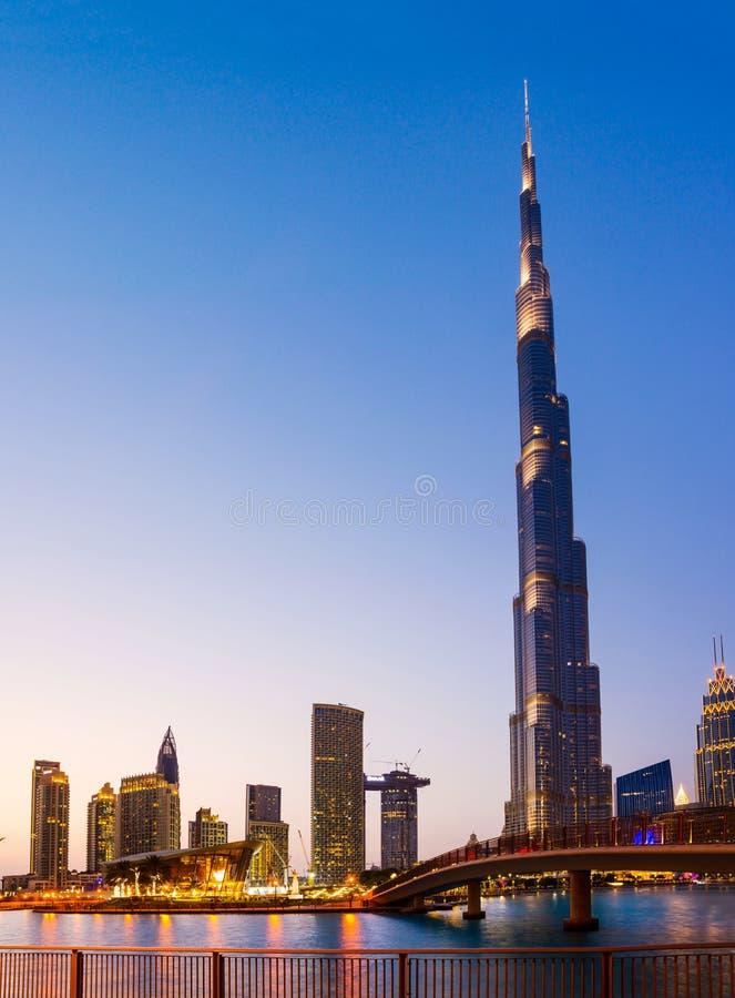 Dubai, Vereinigte Arabische Emirate - 18. Mai 2018: Dubai Oper und Burj stockbild