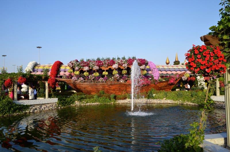 Dubai-Wunder-Garten in Dubai ist ein großer Platz für Kinder und Erwachsene mit seinen blühenden Skulpturen stockfotos