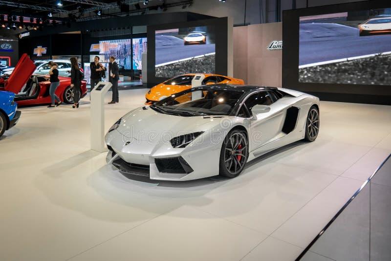 Dubaj Jedzie, Lamborghini kąt wystawia ich epickich nowych samochody fotografia stock