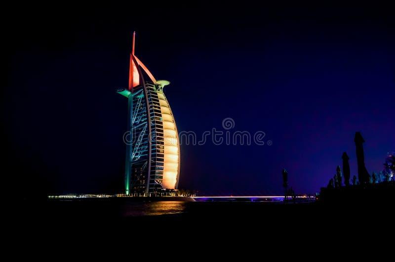 Dubaj Lato 2016 Wodna oaza na miejsca Madinat Jumeirah Mina Salam Widok sławny hotelowy Burj al arab fotografia stock