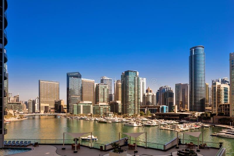 Dubaj Marina linia horyzontu podczas dnia w Dubaj, UAE obraz stock