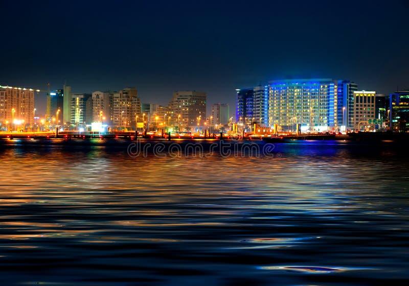 Dubaj nocy w centrum scena fotografia royalty free