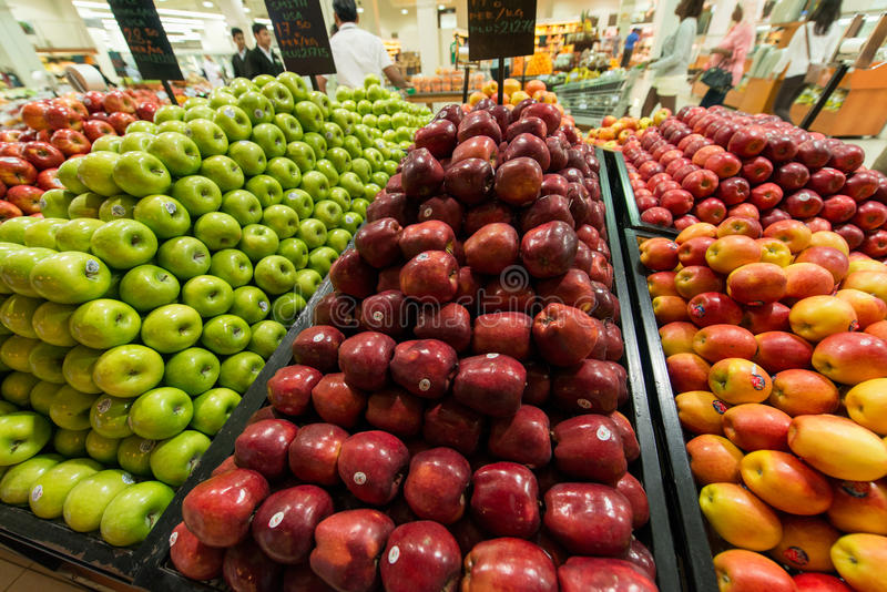 Dubaj supermarket Waitrose na Sierpień 8 i obraz stock