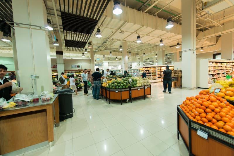 Dubaj supermarket Waitrose na Sierpień 8 i zdjęcie stock