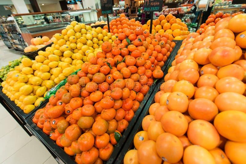 Dubaj supermarket Waitrose na Sierpień 8 i zdjęcie royalty free