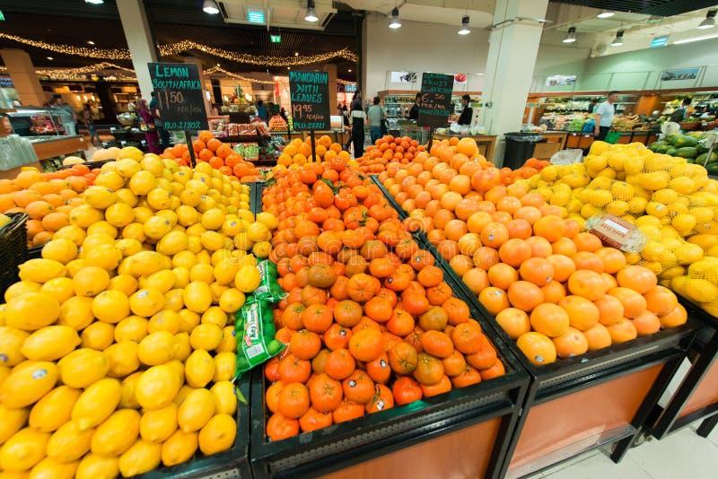 Dubaj supermarket Waitrose na Sierpień 8 i obrazy stock