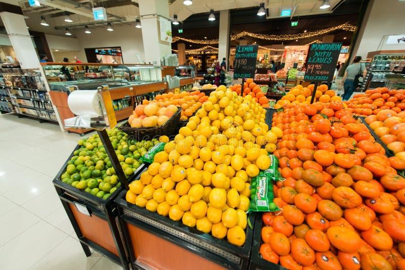 Dubaj supermarket Waitrose na Sierpień 8 i fotografia royalty free