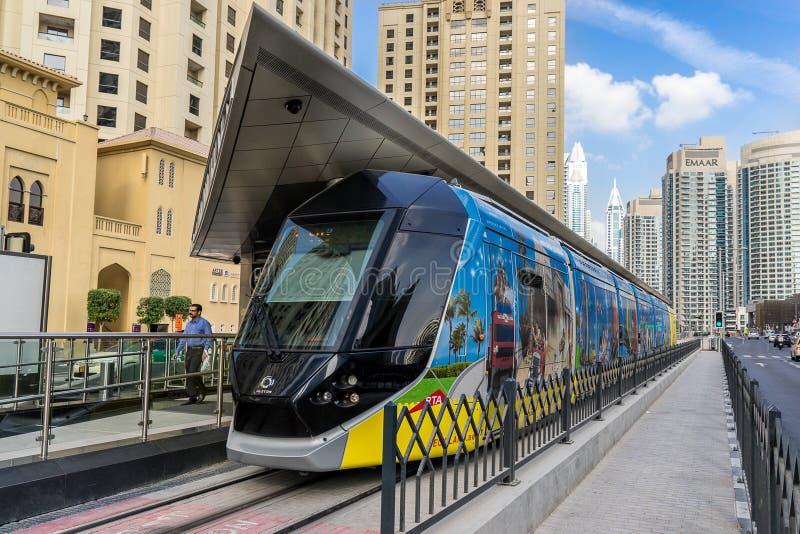 Dubaj tramwaj przy stacją w mieście obrazy royalty free