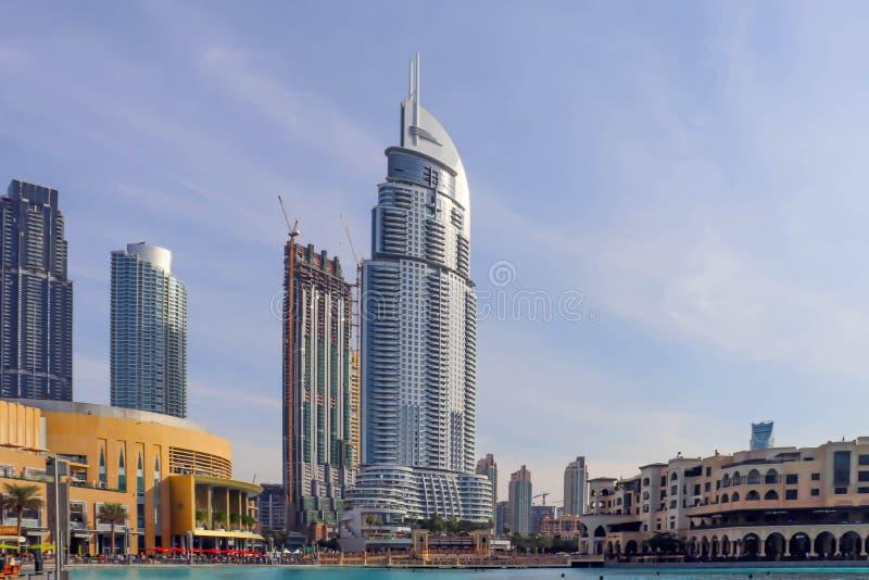 Dubaj, UAE Grudzień 25/2018 linia horyzontu architektura Miasto krajobraz Dubaj Nowożytnego miasta linia horyzontu zmierzchu pano obrazy royalty free