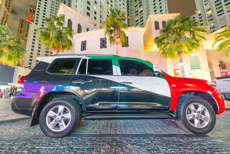 DUBAJ, UAE - GRUDZIEŃ 10, 2016: Luksusowy samochód malujący z emiratami obrazy stock