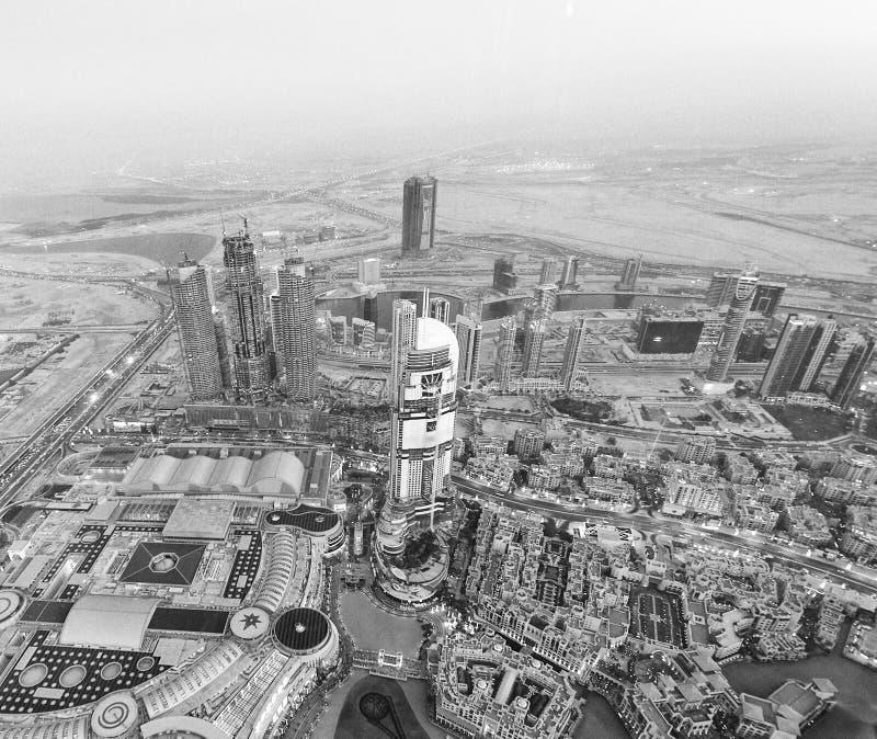 DUBAJ, UAE - GRUDZIEŃ 4, 2016: Nocy widok z lotu ptaka W centrum bui obraz royalty free