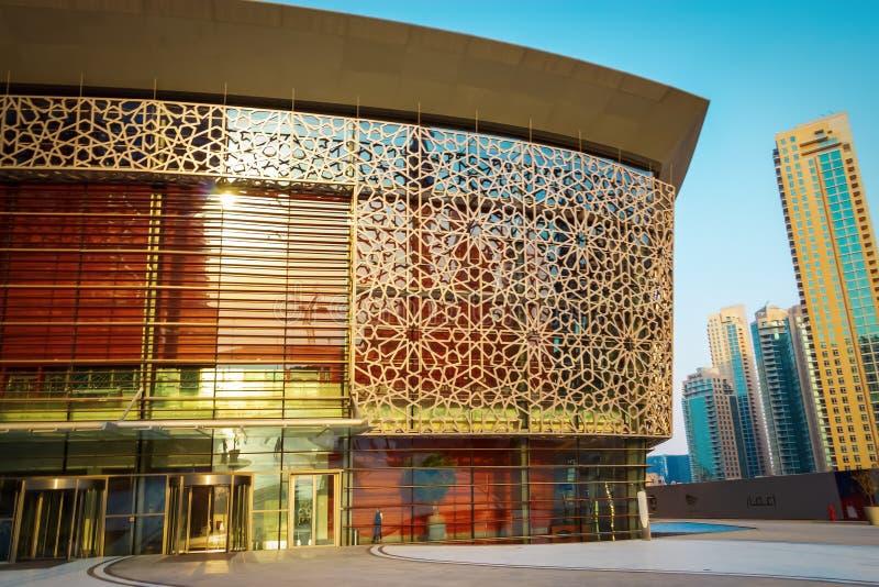DUBAJ, UAE - Maj 18, 2018: Wejściowa Dubaj opera W centrum okręg Dubaj, UAE obraz stock