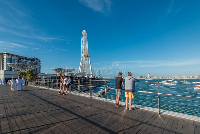Dubaj, UAE - Styczeń 16, 2019: Nowy Zwyczajny most na Bluewaters wyspie Dubaj oku i zdjęcie royalty free