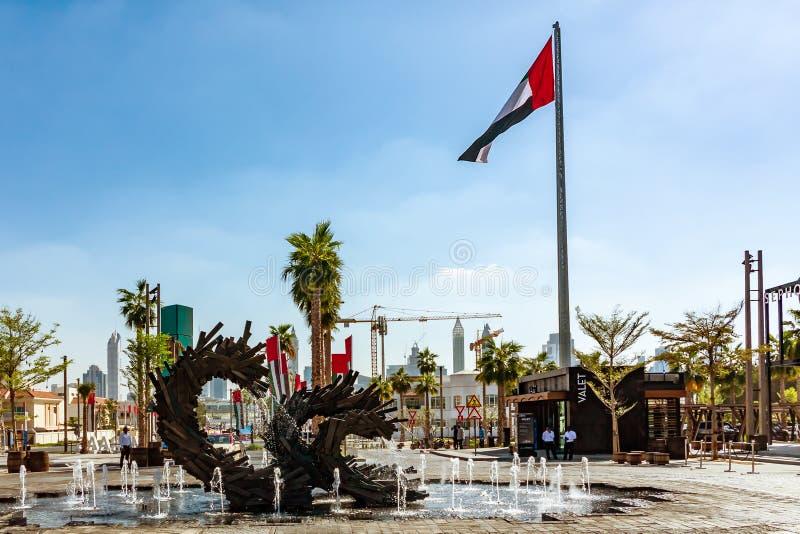 Dubaj Zjednoczone Emiraty Arabskie, Grudzień, - 12, 2018: ulepszenie miasto tereny publiczni i ulicy zdjęcie stock