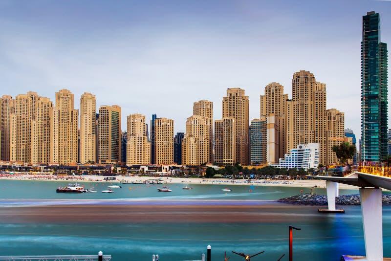 Dubaj Zjednoczone Emiraty Arabskie, Listopad, - 16, 2018: JBR, Jumeirah Beach Residence popularna plaża w Dubaj, panoramiczny wid obrazy stock