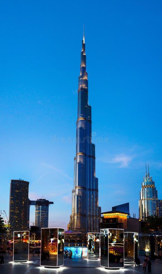 Dubaj Zjednoczone Emiraty Arabskie, Styczeń, - 31, 2018: Burj Khalifa, przędzalnictw lustra i lekka sztuki instalacja w Burj plac obraz royalty free