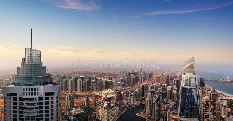 Dubaj zmierzchu panoramiczny widok marina śródmieście zdjęcia stock