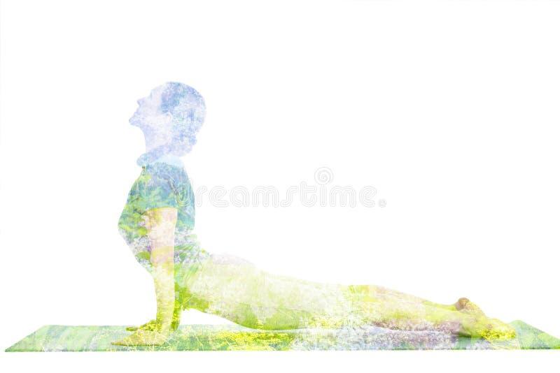 Dubbel blootstellingsbeeld van vrouw die yogaasana doen stock afbeeldingen
