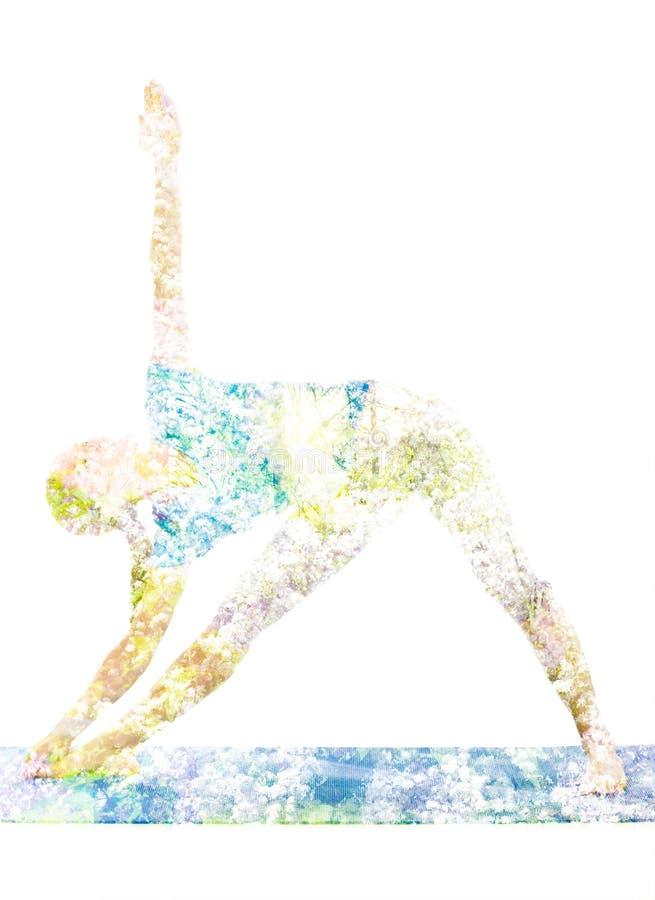 Dubbel blootstellingsbeeld van vrouw die yogaasana doen stock fotografie