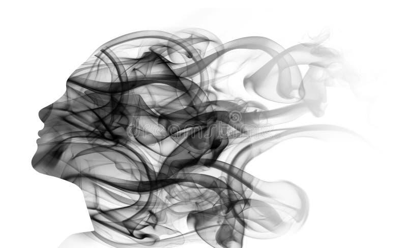 Dubbel blootstellingsportret van vrouw en rook stock afbeeldingen
