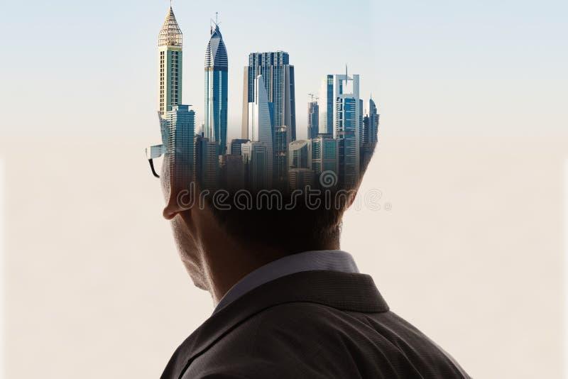Dubbel exponering av affärsmannen And Adult Man i dräkt royaltyfri bild