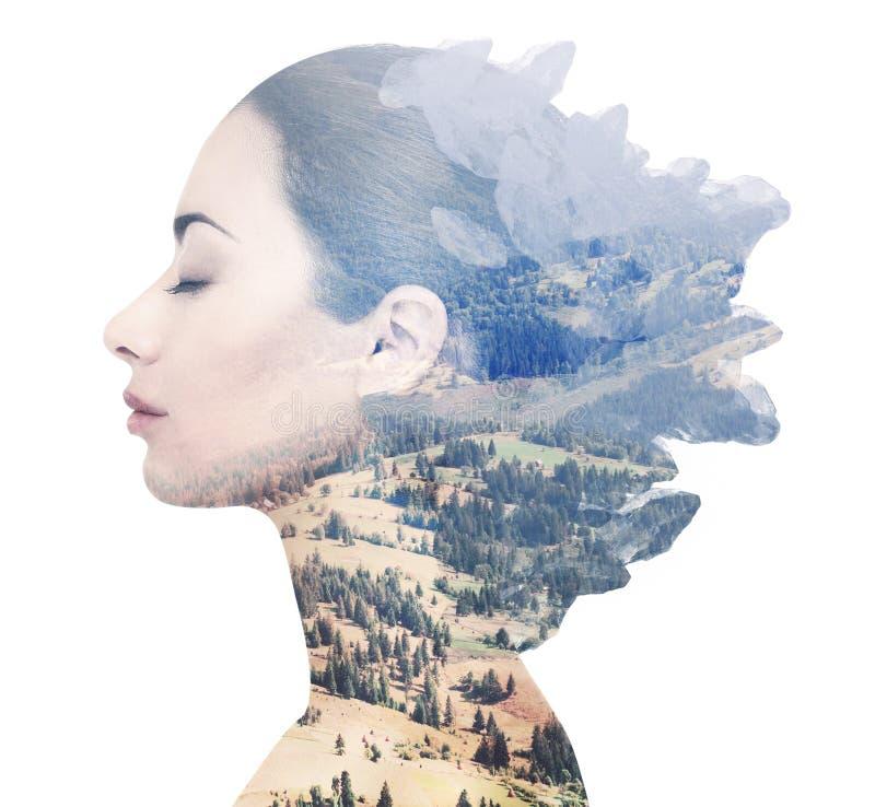 Dubbel exponering av den kvinnliga framsidan och det steniga landskapet stock illustrationer
