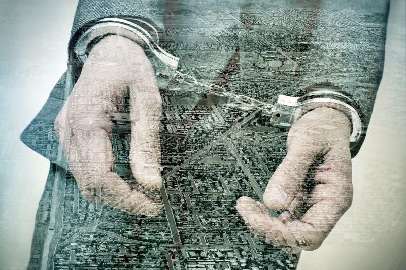 Dubbel exponering av developmen för en handfängslad man och områdeshus arkivfoto