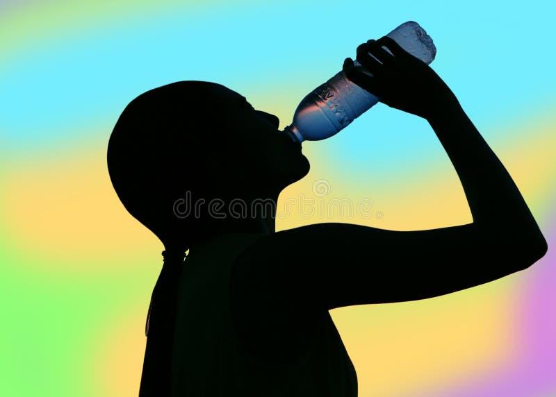 Dubbel exponering av törstigt kvinnadricksvatten arkivbild