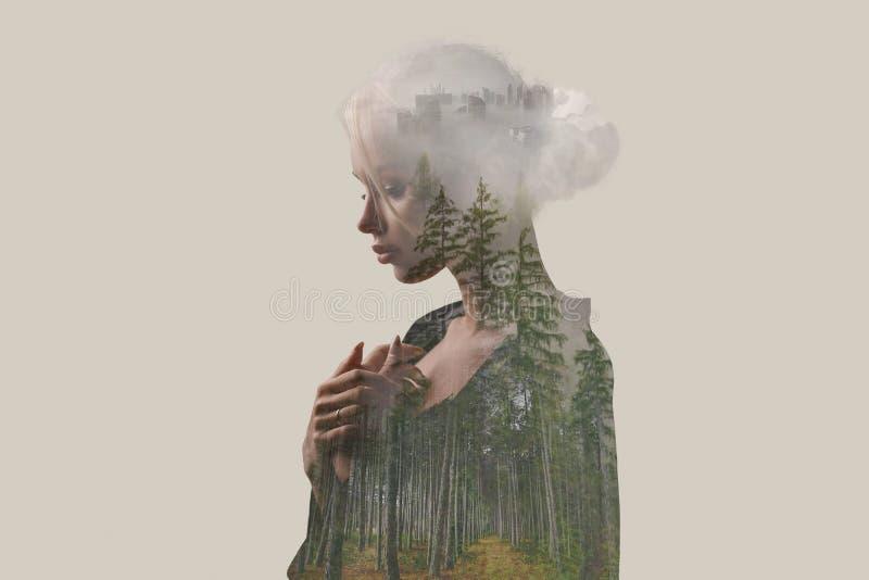 dubbel exponering idérikt Härlig flicka med en skog vektor illustrationer