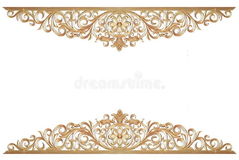 Dubbel guld- blommastaty med thai tillverka för stilkonst som isoleras på vit bakgrund, guld- snida skulptur av blomman arkivbild
