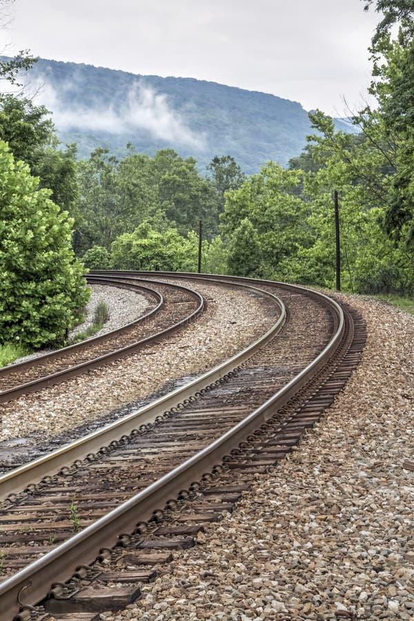 Dubbel kurva för järnvägspår royaltyfria bilder