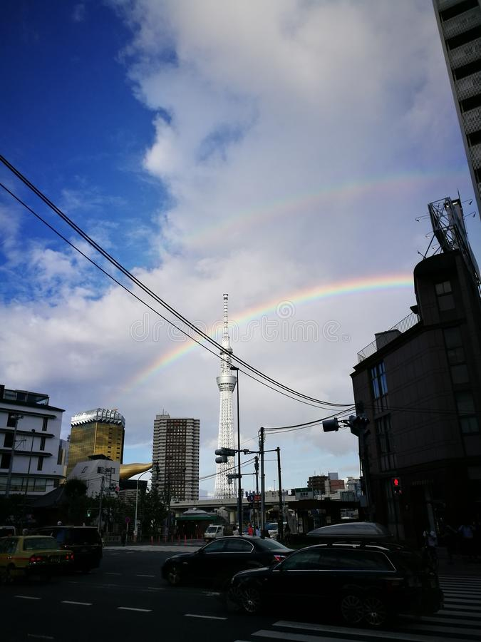 Dubbel regnbåge i Tokyo royaltyfria bilder