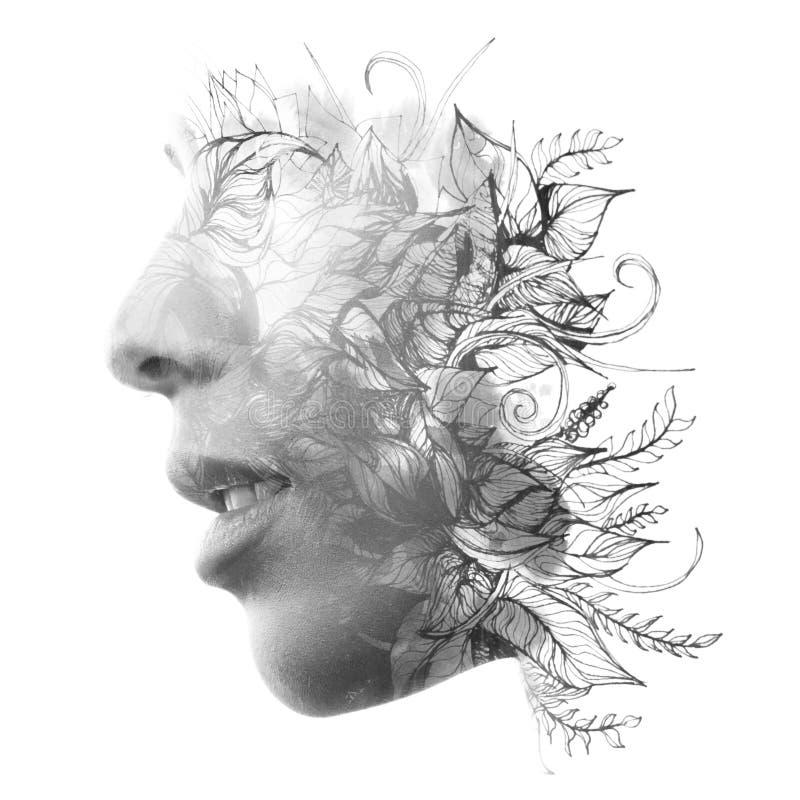 Dubbele blootstelling Paintography Sluit omhoog profielportret van een aantrekkelijke vrouw met sterke etnische eigenschappen die stock afbeeldingen