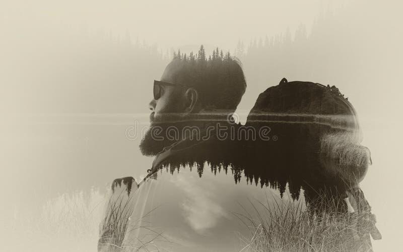 Dubbele blootstelling, toerist en landschap stock afbeeldingen