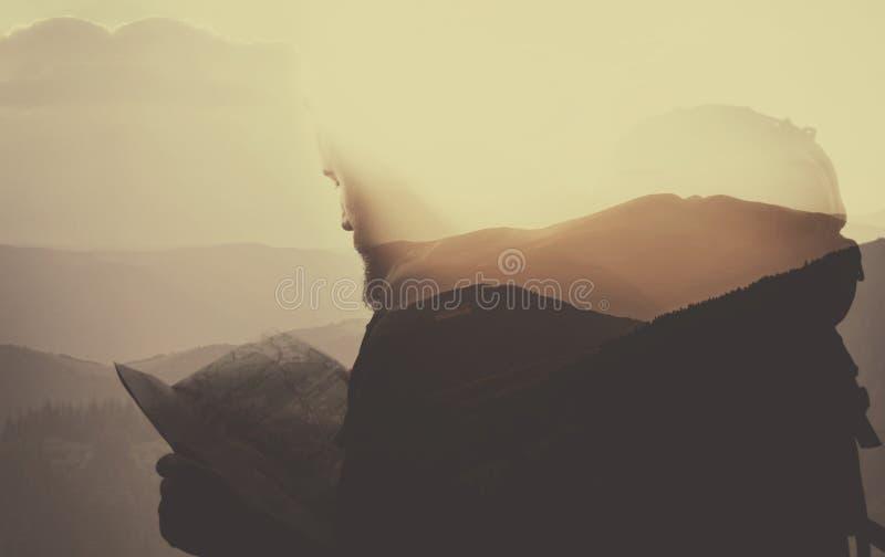 Dubbele blootstelling, toerist en landschap stock afbeelding