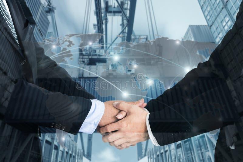 Dubbele Blootstelling van een zakenmanhanddruk met Kaart globaal deel royalty-vrije stock afbeeldingen