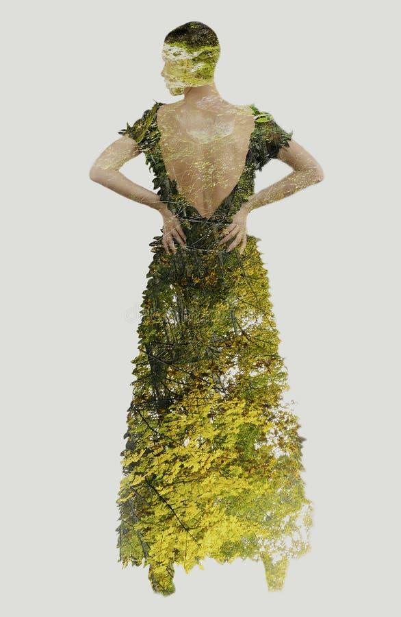 Dubbele blootstelling van elegante vrouw in modieuze kleding die binnen stellen royalty-vrije stock foto's