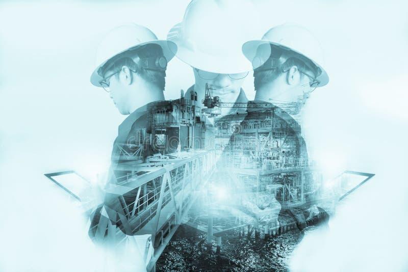 Dubbele blootstelling van Ingenieur of Technicus de mens met veiligheidshelm stock foto's