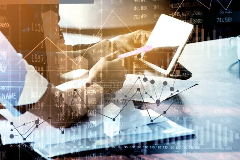 Dubbele Blootstelling van Onderneemster met beleggingsadviseur of secr royalty-vrije stock afbeeldingen