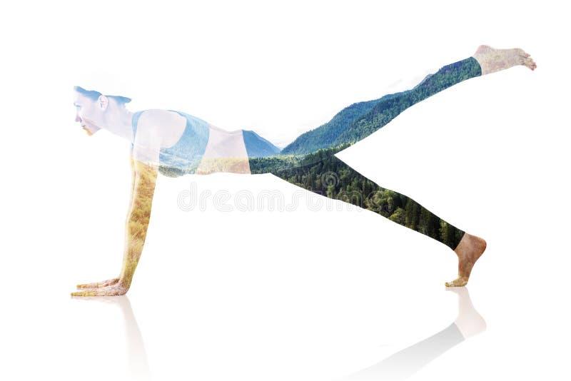 Dubbele blootstelling van vrouw die yoga en aard doen royalty-vrije stock afbeelding