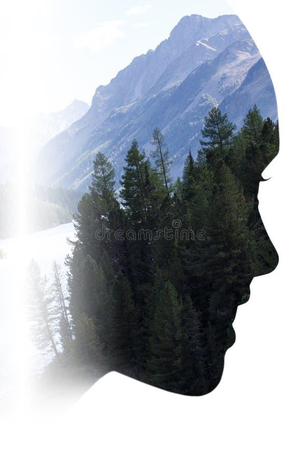 Dubbele blootstelling van vrouw in profiel en bos royalty-vrije stock afbeeldingen