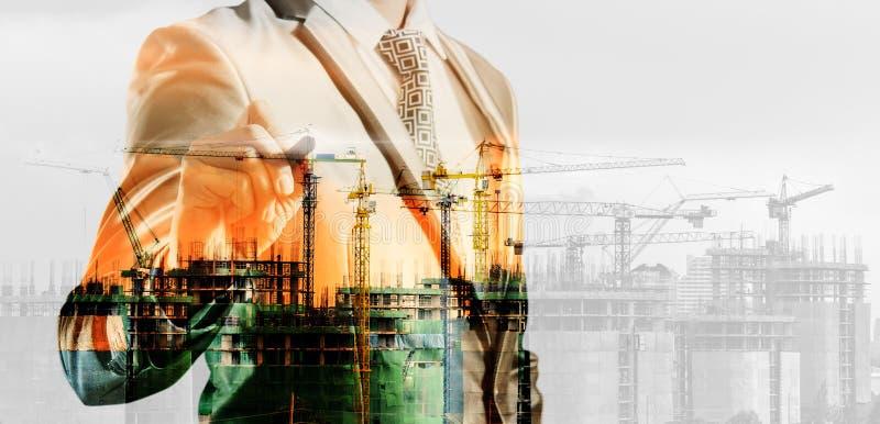 Dubbele blootstelling van zakenman en bouwwerf, zaken c royalty-vrije illustratie