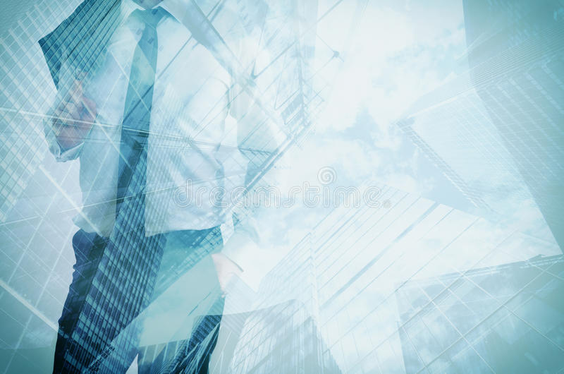 Dubbele blootstelling van zakenman en moderne wolkenkrabbers Bedrijfsleider, carrièreconcepten stock afbeelding