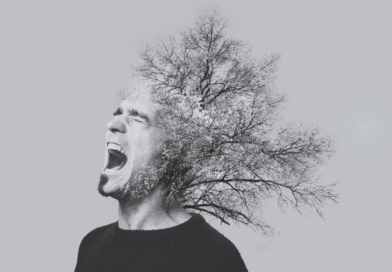 Dubbele blootstellings emotionele gillende die mens, bomen, op grijs worden geïsoleerd De Zwart-witte foto van Peking, China royalty-vrije stock afbeelding