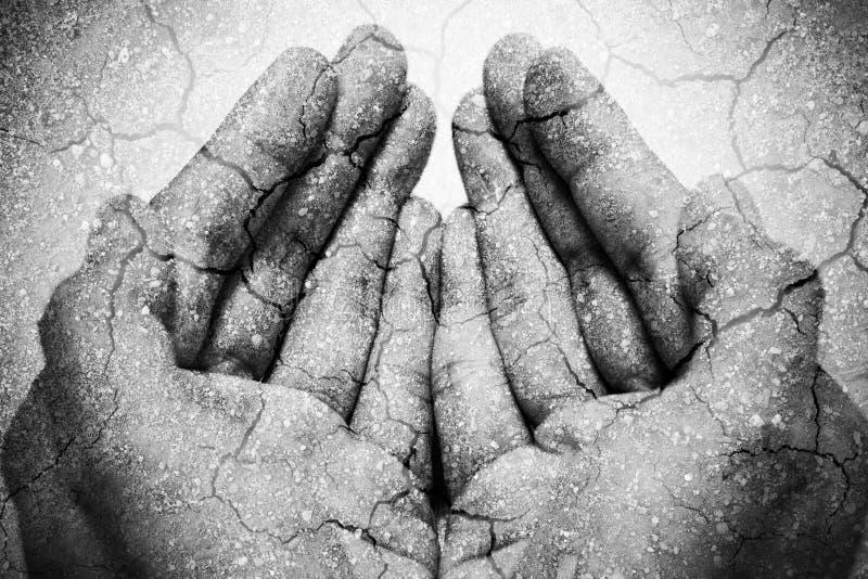 Dubbele blootstellingshonger die handen en droge grond bedelen stock illustratie