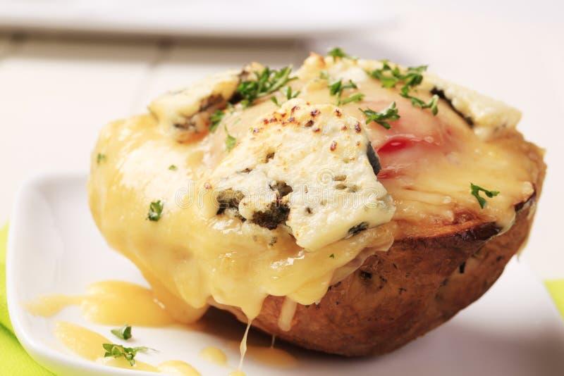 Dubbele kaas tweemaal aardappel in de schil royalty-vrije stock fotografie