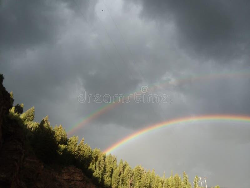 Dubbele Regenboog bij de klippen bij adelaarsrivier Colorado augustv2017 stock afbeelding