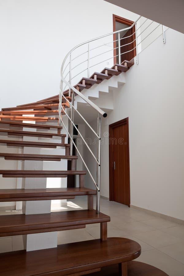 dubbelsidig trappa för lägenhet arkivfoto