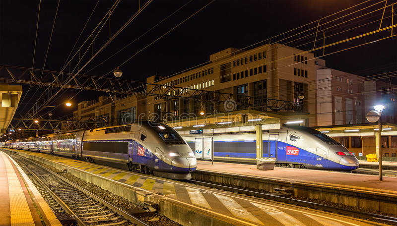 Dubbelsidiga drev för SNCF TGV på den Lyon Part-Dieu järnvägsstationen arkivfoto